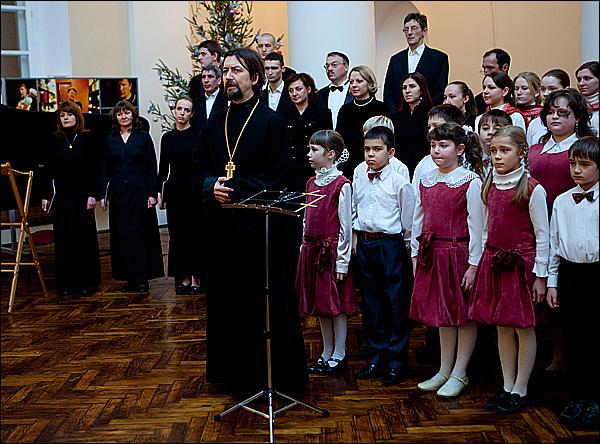 Протоиерей Максим Козлов, настоятель храма св. мц. Татианы, говорит вступительное слово