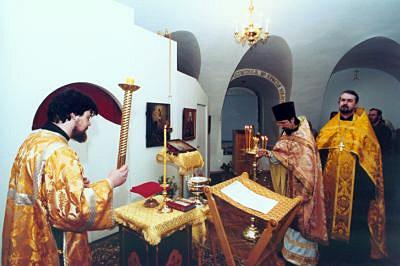 2 декабря 2000 года. В цокольном этаже освящен нижний храм - во имя святителя Филарета, митрополита Московского и Коломенского