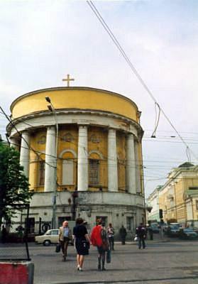 6 мая 1995 года - в день св. Георгия Победоносца на храме вновь установили деревянный крест