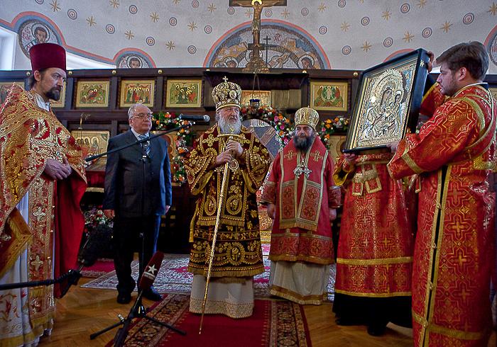 Святейший Патриарх подарил общине храма св. мц. Татианы Владимирскую икону Божией Матери