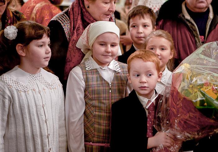 Святейшего Патриарха Московского и всея Руси Кирилла в храме мученицы Татианы встречали дети