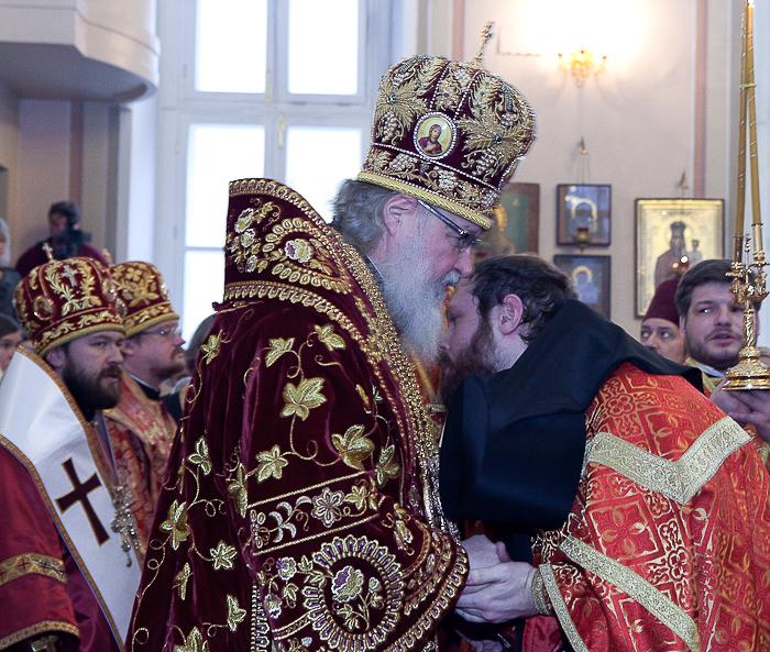 За Божественной литургией Святейший Патриарх совершил возведение иеромонаха Филиппа (Рябых) в сан игумена