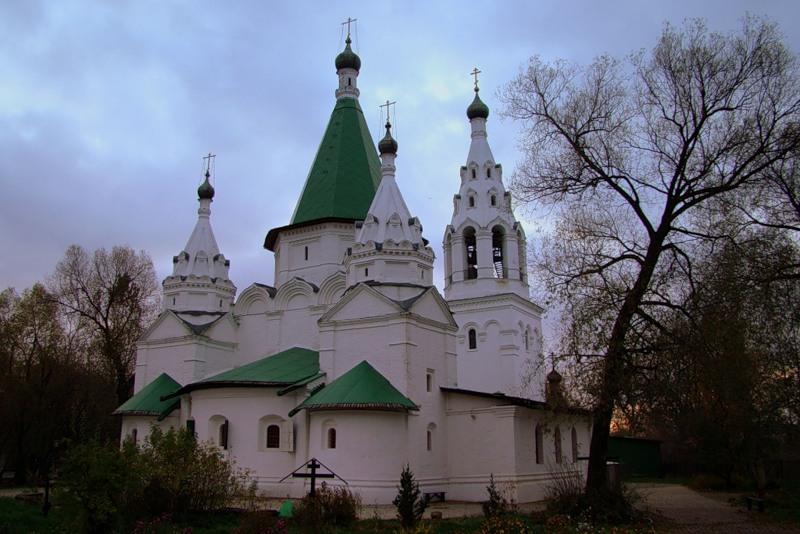 Храм Живоначальной Троицы в Троице-Голенищево