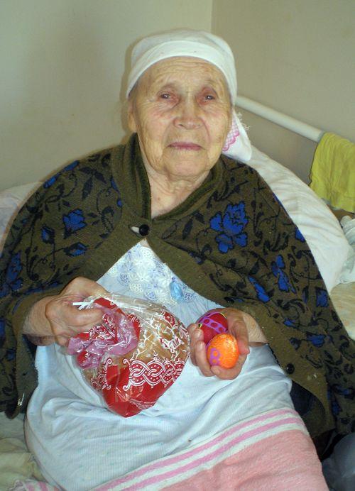 фото бабушки с яйцами