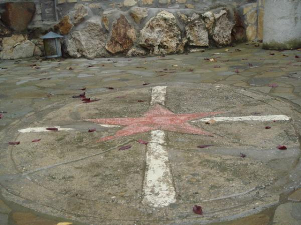 замок - звезда и крест