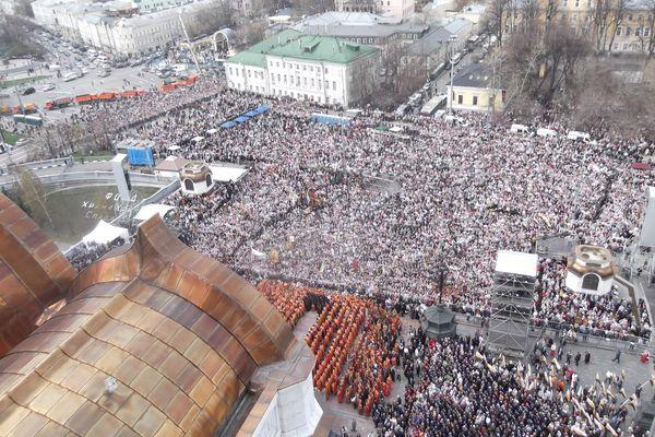 По данным полиции, на молебен собрались 65 тысяч человек.
