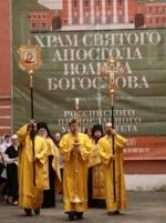 В храм РПУ прибыл древний реликварий с мощами святого Николая Угодника (ФОТО)