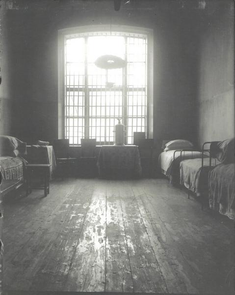 Фото комнаты великих княжон в Ипатьевском доме, представленное на выставке