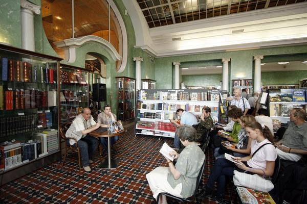 Презентация книги Юрия Григорьева в Доме книги в Санкт-Петербурге. Июль 2009 года