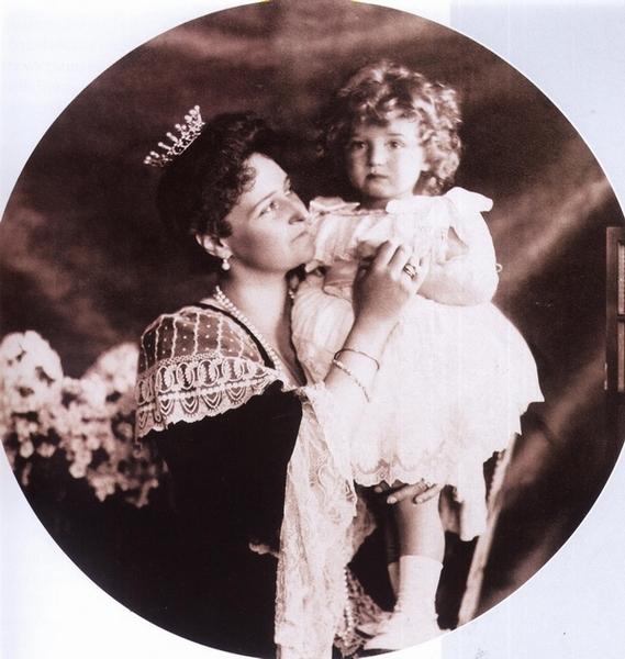 Государыня с сыном. Алексею Николаевичу три года