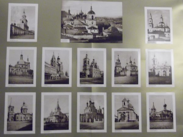 Фрагмент стенда с фотографиями храмов, которые были разрушены