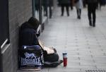 «Помогаю бездомным животным, а людям не хочу». Как студенты МГУ относятся к тем, кто живет на улице