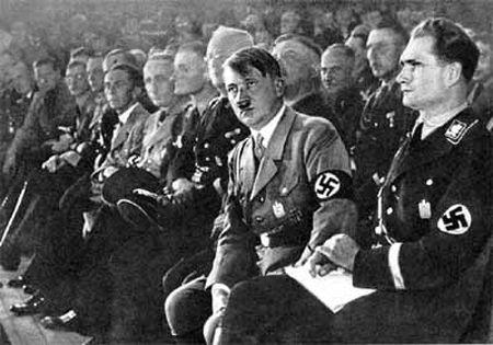Гитлер на съезде нацисткой партии в